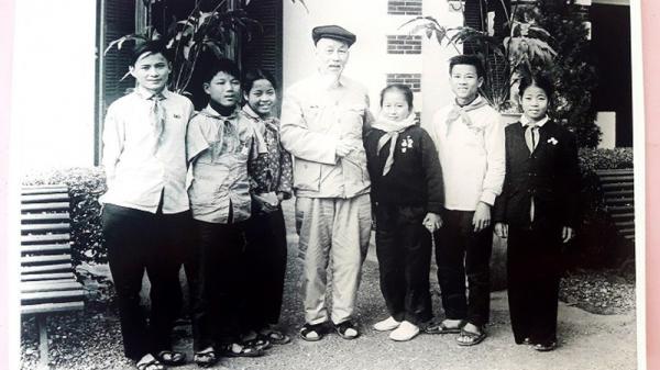 Người con Vĩnh Linh vinh dự được Bác Hồ tặng khăn quàng đỏ