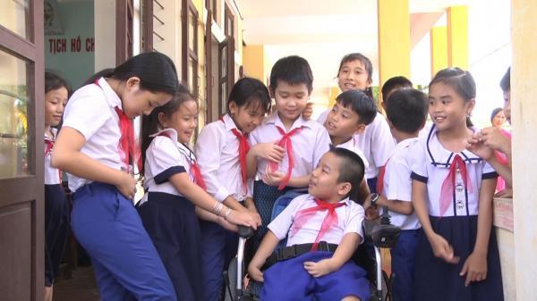 Cậu bé khuyết tật tứ chi giàu nghị lực ở Gio Linh