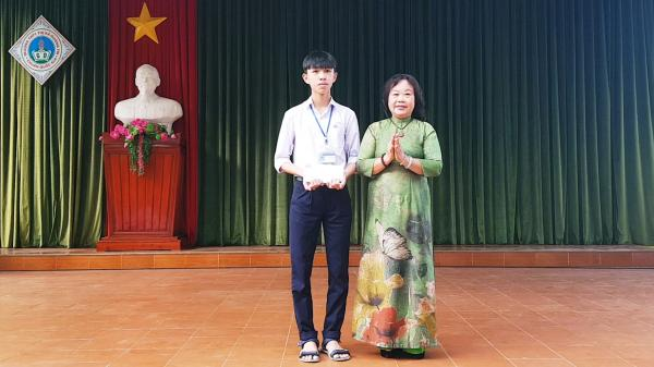 Quảng Trị: Khen thưởng học sinh đạt kết quả cao trong cuộc thi Đường lên đỉnh Olympia năm thứ 20