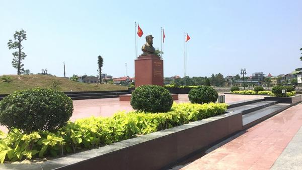 """Khảo sát vị trí đặt bức tranh tường """"Fidel ở Quảng Trị"""" tại Công viên Fidel"""