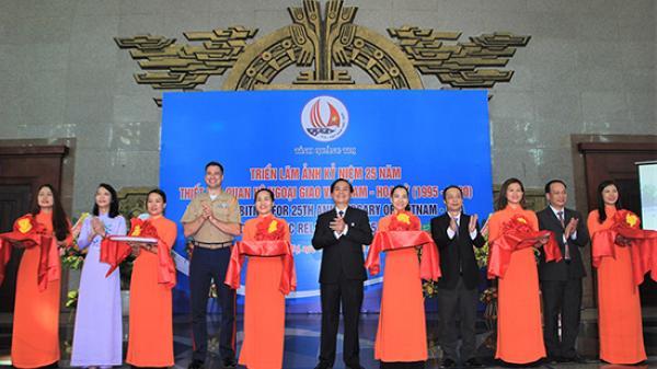"""Triển lãm ảnh quan hệ ngoại giao Hoa Kỳ - Việt Nam trên """"vùng đất lửa"""" Quảng Trị"""