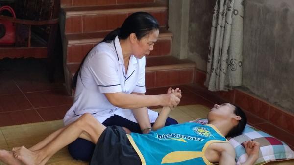 Người nữ trưởng trạm y tế tâm huyệt với nghề, tích cực hoạt động từ thiện