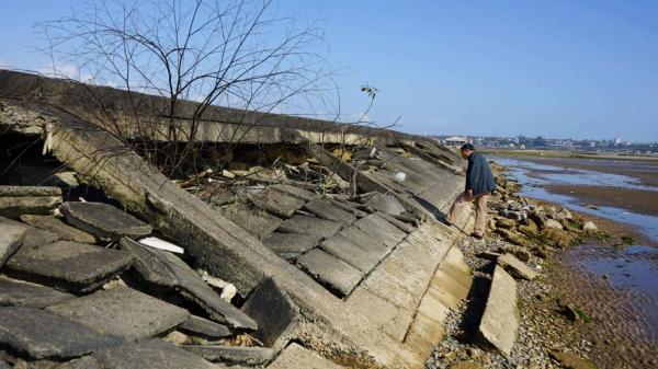Tuyến đê tả ven sông Bến Hải bị sạt lở nghiêm trọng