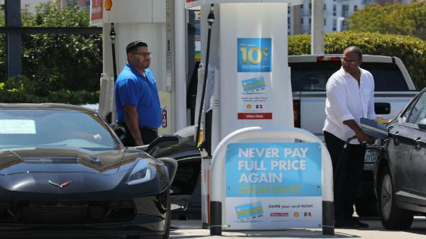 Giá xăng ở Mỹ sẽ xuống dưới $2 vào mùa hè hoặc cuối năm