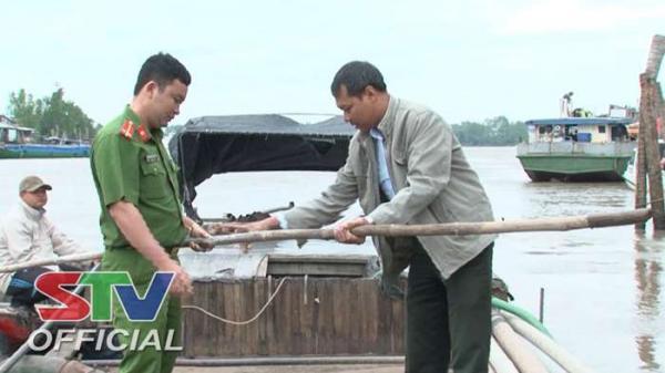 Sóc Trăng: Bắt giữ phương tiện khai thác cát trái phép trên sông Hậu