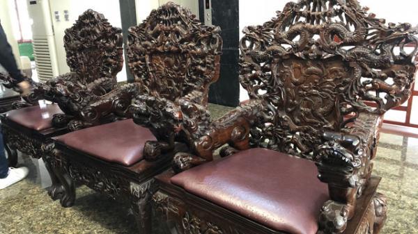 Chiêm ngưỡng bộ bàn ghế 'thập thất long', trả ngay 5 tỷ chủ nhân vẫn không bán