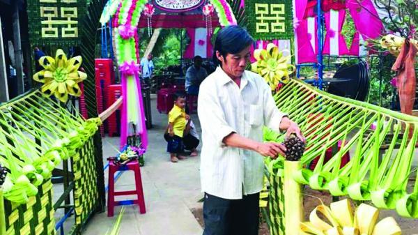 Đến gặp nghệ nhân trang trí cổng cưới lá dừa quê Sóc Trăng