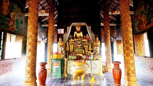 Kỳ bí: Đến thăm ngôi chùa xây mộ cho lợn ở miền tây