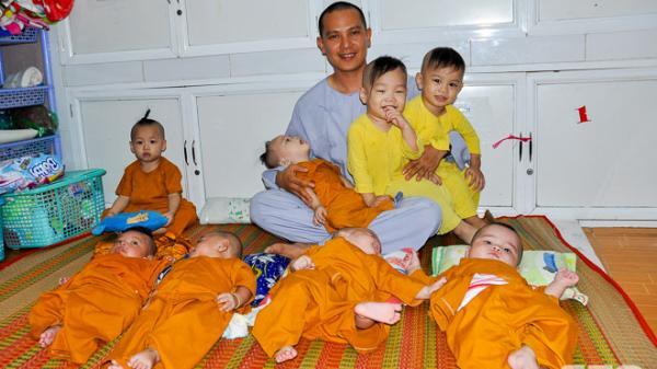 Sóc Trăng: Tấm lòng của vị trụ trì trẻ cưu mang những đứa trẻ mồ côi