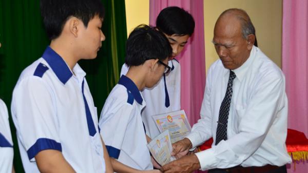 Sóc Trăng: Thầy giáo nghỉ hưu nặng lòng với công tác khuyến học