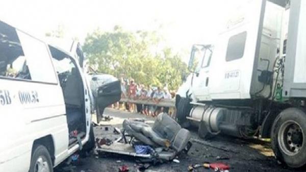 Sóc Trăng: Xe container nổ lốp gây tai nạn liên hoàn, 12 người bị thương