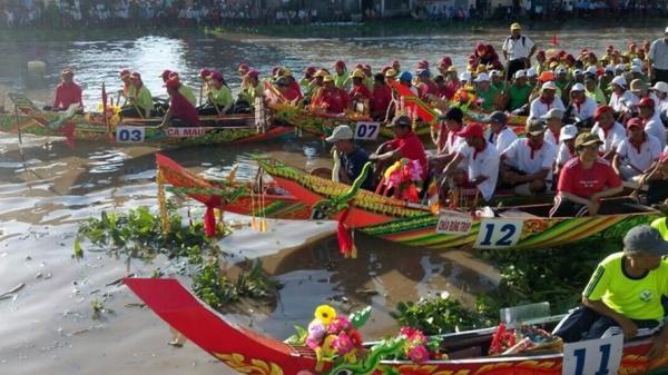 Khai mạc giải đua ghe Ngo Ngày hội văn hóa Khmer Nam Bộ