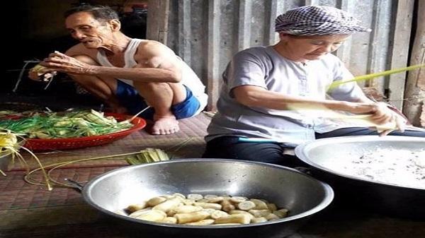 Ông 90 phụ bà 70 gói bánh ú, bánh tét ngon bá chấy ở Sóc Trăng
