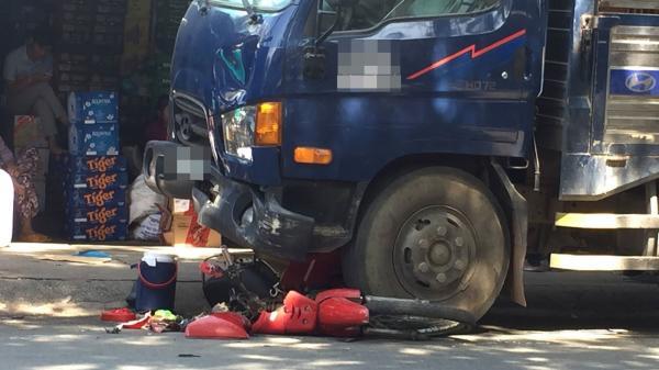 TP. HCM: Đứng mua hàng tại tiệm tạp hóa, cô gái 20 tuổi bị xe tải tông nguy kịch