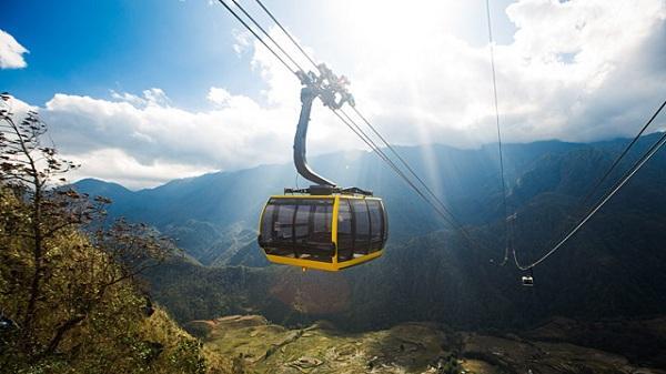 Du khách 6 tỉnh Tây Bắc sẽ được giảm 70% giá cáp treo lên đỉnh Phan Xi Păng