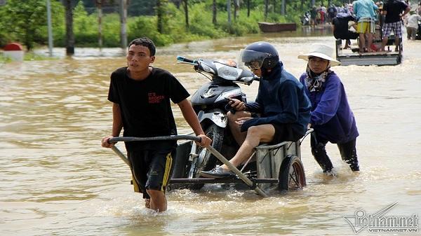 Cận cảnh dịch vụ lạ trên đại lộ hiện đại nhất Việt Nam, 'hốt' tiền triệu mỗi ngày