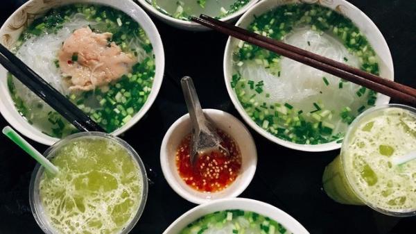 Quán bún ở Phú Quốc mà thực khách phải tự trả tiền tự phục vụ, vậy mà ai đến đây cũng ghé ăn cho bằng được