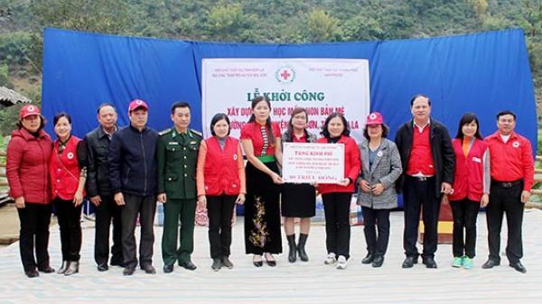 Thăm, tặng quà và khám, cấp phát thuốc miễn phí tại xã Mường Bằng, huyện Mai Sơn