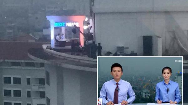 """""""Chất"""" như ekip Đài MBCNews Hàn Quốc chọn địa điểm dẫn bản tin thời sự tại Hà Nội"""