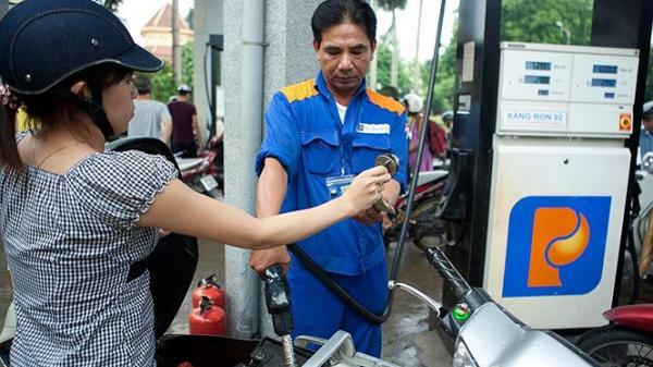 Giá xăng giảm 986 đồng, xuống dưới 20.000 đồng/lít
