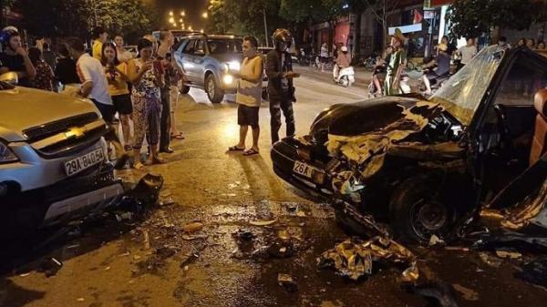 Clip: Kinh hoàng khoảnh khắc hai ô tô đấu đầu khiến 4 người bị thương ở Sơn La