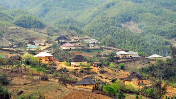 """Vẻ đẹp những ngôi """"nhà nấm"""" mái cỏ rêu xanh còn lại trên vùng cao Bát Xát (Lào Cai)"""