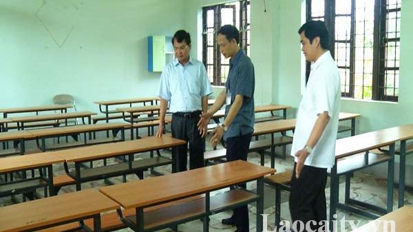 Chủ tịch UBND tỉnh Đặng Xuân Phong kiểm tra điểm thi Trường THPT số 3 TP Lào Cai