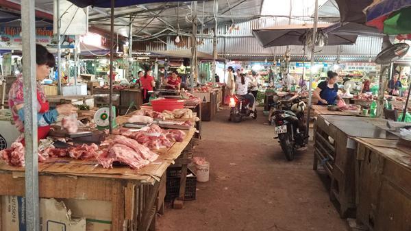 Lào Cai: Khan hiếm lợn đen, nhiều tư thương nghỉ bán hàng