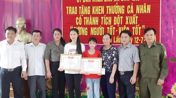 Nhặt được tiền, 2 học sinh Pa Dí (Lào Cai) trả lại người đánh rơi