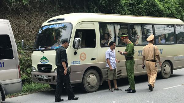 CSGT tỉnh Lào Cai ra quân tổng kiểm soát xe ô tô chở khách, ô tô vận tải và xe mô tô
