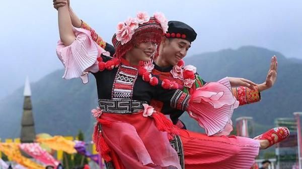 Vũ điệu trên mây trên đỉnh Fansipan (Lào Cai)
