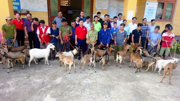 Bảo Yên (Lào Cai): Tặng quà gia đình chính sách, hộ nghèo