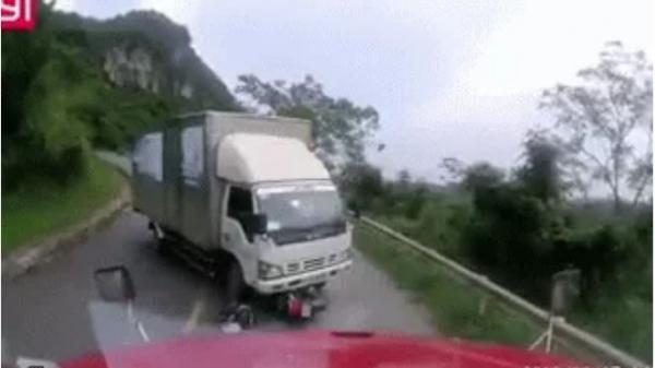 Chủ xe container tung clip minh oan cho tài xế xe tải, nhưng tình huống lại gây nhiều tranh cãi