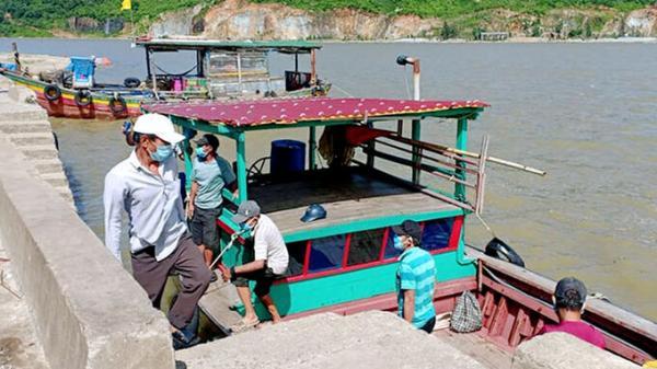 Hà Tĩnh: 6 người thuê thuyền trốn khỏi vùng cách ly