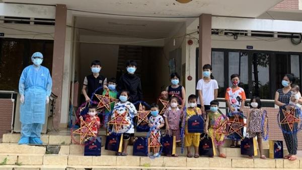 LĐLĐ Tây Ninh tặng quà cho thiếu nhi là F0, F1 tại các bệnh viện dã chiến