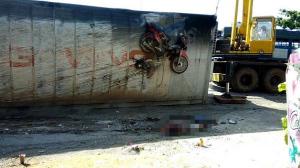 Lật container, một người chết thảm