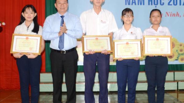 Tây Ninh:  Trao giải thưởng Lê Quý Đôn cho 382 học sinh