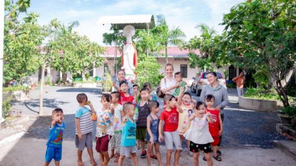 Tây Ninh: Hoa hậu Hoàng Hải My miệt mài với hành trình từ thiện tại quê nhà