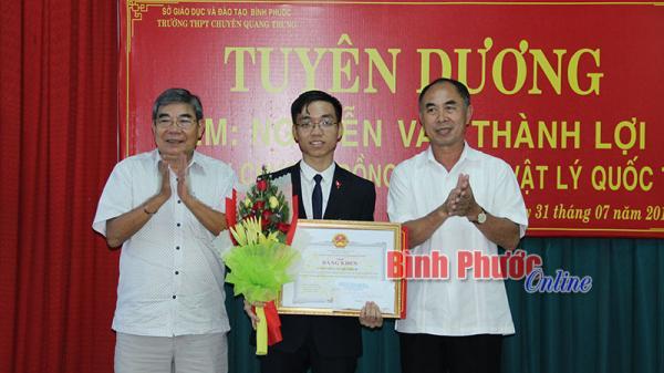 Bình Phước: Tuyên dương Nguyễn Văn Thành Lợi đoạt huy chương Đồng Olympic Vật lý quốc tế
