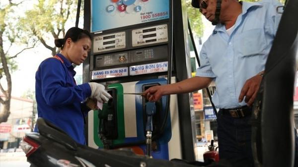 Lần 4 điều chỉnh giảm, giá xăng hiện còn bao nhiêu tiền/một lít?
