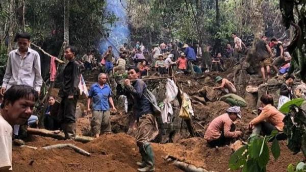Nghe tin có người đào được đá quý 5 tỷ, người dân đua nhau xới tung rừng tìm đá quý