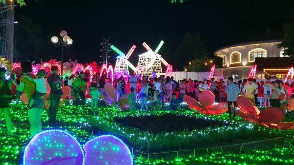 Tây Ninh: Cận cảnh hàng triệu bóng đèn Led siêu lung linh trong ngày đầu tiên tổ chức Lễ hội ánh sáng
