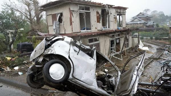 Video: Siêu bão Hagibis tấn công Nhật, xé toạc nhà cửa, cuốn trôi người