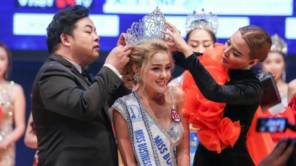 Ngân 98 bất ngờ đoạt giải Á hậu Doanh nhân Sắc đẹp Toàn cầu 2019