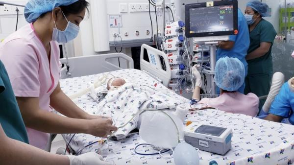 Ca phẫu thuật tách rời hai bé gái song sinh Trúc Nhi - Diệu Nhi thành công mỹ mãn, Thủ tướng gọi điện chúc mừng