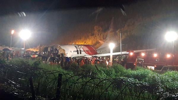 Máy bay chở người từ vùng dịch về nước gặp nạn, ít nhất 17 người thiệt mạng, hàng trăm người bị thương và hiện trường thảm khốc tại sân bay Ấn Độ