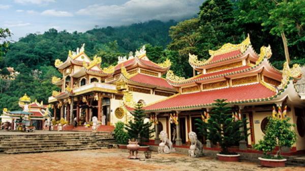 Đến Tây Ninh, ngắm vẻ uy nghiêm của ngôi chùa tọa lạc trên ngọn núi cao nhất Nam Bộ