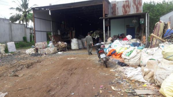 Tây Ninh: Bất an chuyện thu mua phế liệu ở vùng biên giới