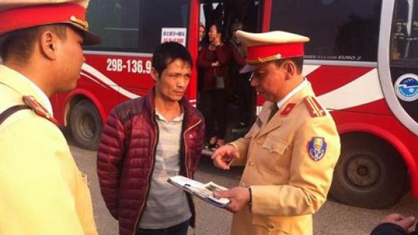 """""""Thập diện mai phục"""" xử lý xe khách đi ngược chiều đường vành đai 3 trên cao hướng Sơn Tây - Thái Bình"""