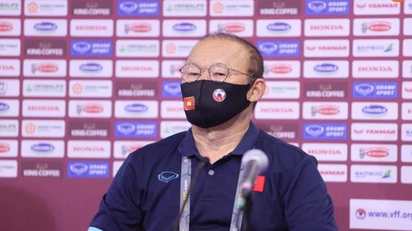HLV Park Hang-seo cảm ơn học trò sau khi cùng ĐT Việt Nam đánh bại Malaysia